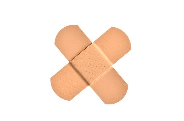křížek z náplastí.jpg
