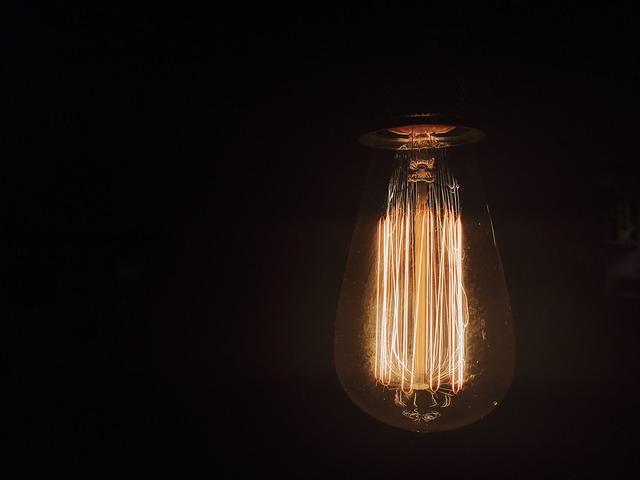 interiér cafe osvětlení