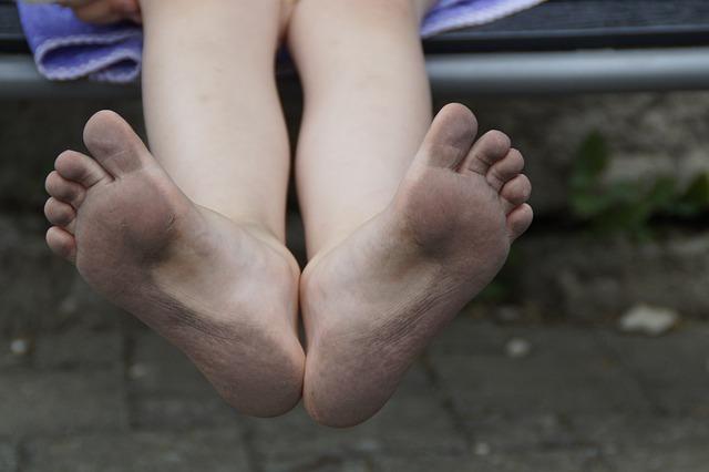 špinavá chodidla